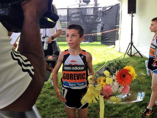 Un niño de diez años, corrre la Milla en un tiempo de 5:01:55, record mundial de su edad