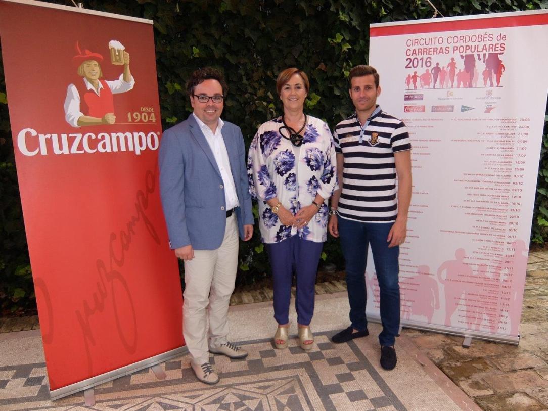 Foto 1.- Firma Convenio Cruzcampo DSCF8005