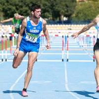 Asier Martínez resuelve un gran duelo en 110m vallas en Sevilla
